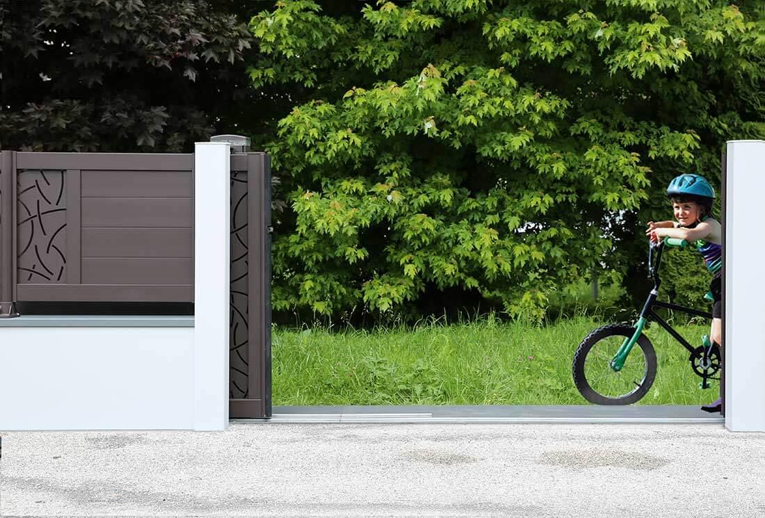 La pose d'un portail coulissant classique ou d'un portail coulissant électrique de 4 mètres